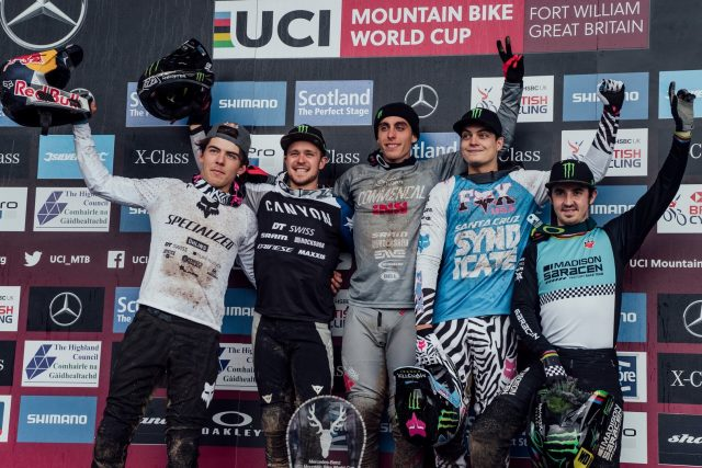 Il podio di Fort William 2019: Finn Iles 4°, Troy Brosnan 2°, Amaury Pierron 1°, Loris Vergier 3°, Danny Hart 5°