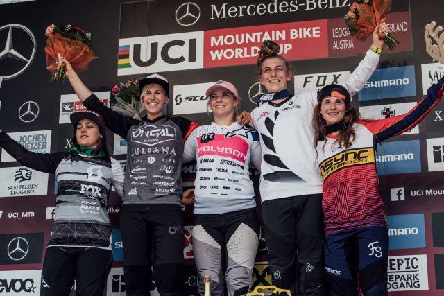 Il podio femminile di Leogang: 4^ Marine Cabirou, 2^ Nina Hoffmann, 1^ Tracey Hannah, 3^ Kate Weatherly, 5^ Veronika Widmann