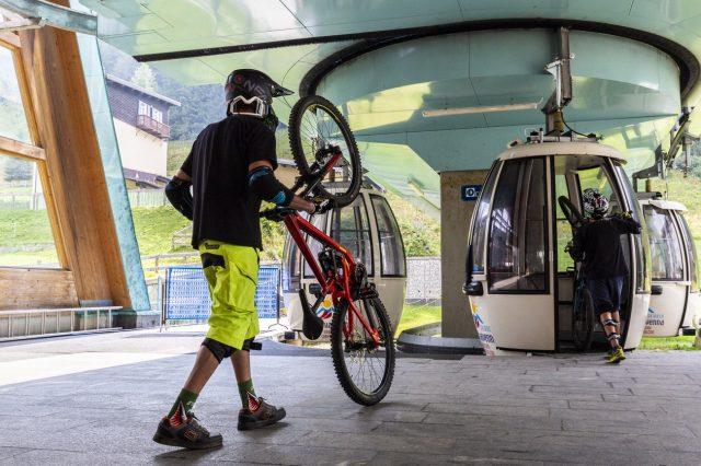 La Cabinovia Larici che serve il Bike Park di Madesimo