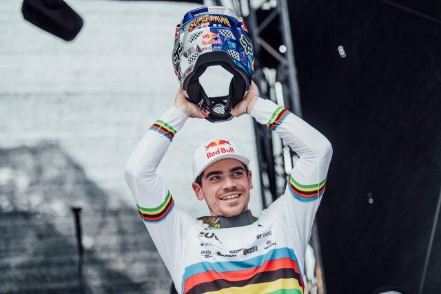 Un raggiante Loic Bruni alla sua seconda vittoria nel 2019