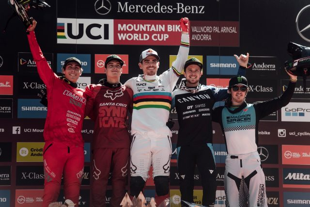 Il podio Elite Men di Vallnord: 4° Amaury Pierron, 2° Loris Vergier, 1° Loic Bruni, 3° Troy Brosnan, 5° Danny Hart