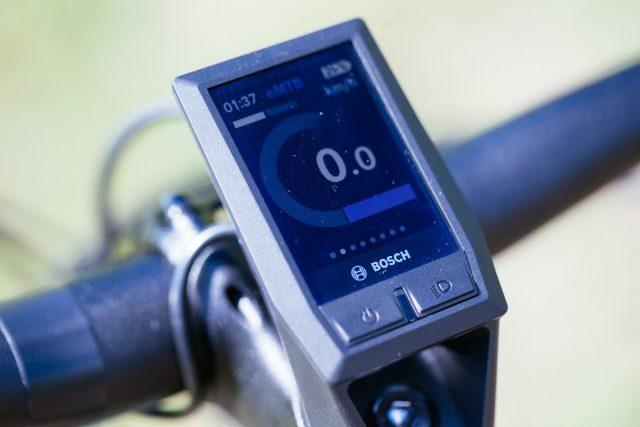 Il display Kyox ad alta definizione e a colori permette di tenere sotto controllo tutti i dati oltre a connettersi con lo smartphone e sensori compatibili ANT+