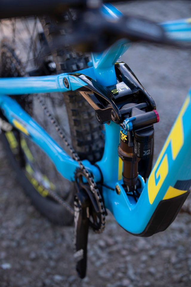 GT Force Carbon Pro - link and shock