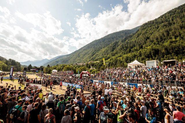 Il colpo d'occhio della Bike Land invasa da migliaia di supporter - foto: Alex Luise