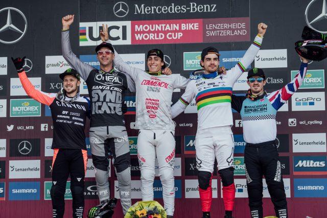 Il podio maschile della World Cup DH di Lenzerheide: 4* Troy Brosnan, 2° Greg Minnaar, 1° Amaury Pierron, 3° Loic Bruni, 5° Danny Hart