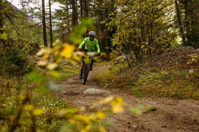 In MTB nei boschi intorno a Cogne