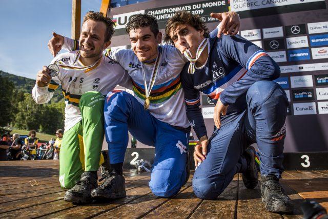 Il podio dei Mondiali DH 2019: 2° Troy Brosnan, 1° Loic Bruni, 3° Amaury Pierron