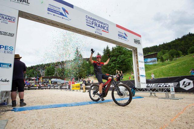 Il mito della MTB Julien Absalon chiude terzo la prima competizione eMTB nella storia dei Mondiali - foto: ©Vélo Vert / Jean-Luc Armand