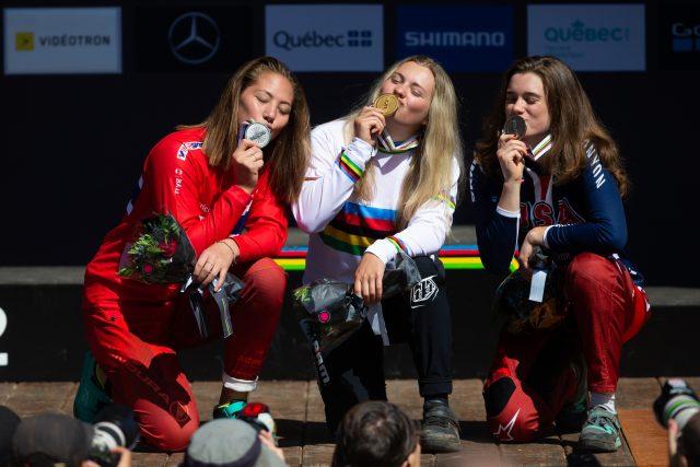 Il podio della gara Junior Women DH ai Mondiali di Mont-Sainte Anne: 2° Millie Johnset, 1° Valentina Holl, 3° Anna Newkirk - foto: ©Michal Cerveny