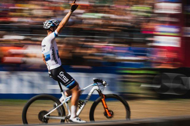 Mathieu Van der Poel vince la World Cup XCO in Val di Sole in sella alla Lux CF SLX