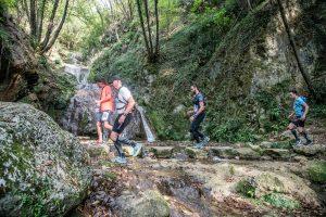 Un passaggio spettacolare sotto alle Cascate del Silan