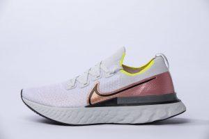 La Nike React Infinity Run ricorda molto i modelli da cui deriva, Nike Epic React e Vaporfly