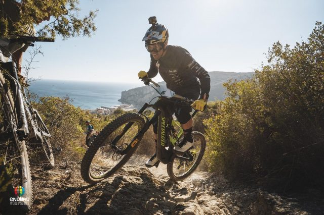In eMTB sui trail del Finalese