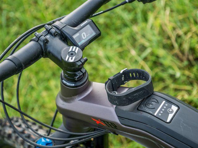 Braccialetto per l'accesso al vano batteria senza necessità della chiave
