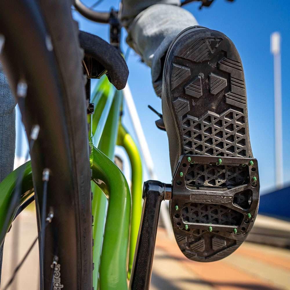 Il WaffleGrip è un pattern che dona stabilità, aderenza e grip ottimale sul pedale durante la corsa.