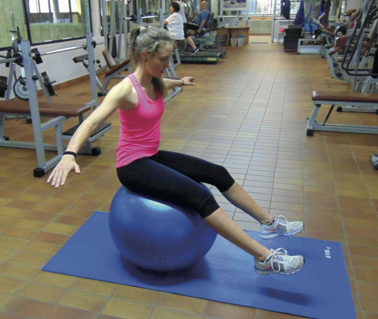 Alcuni esercizi che migliorano le nostre caratteristiche propriocettive grazie all'utilizzo di FIT BALL e BALANCE BALL, fondamentali nell'ABC del trail running
