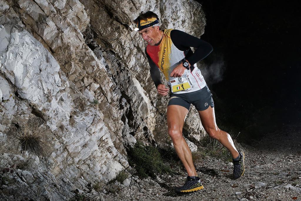 Nella foto di @iancorless una bellissima azione dell'atleta La sSPortivsa Urban Zemmer, tra i più forti interpreti al mondo delle gare di chilometro verticale e attuale detentore del record assoluto!