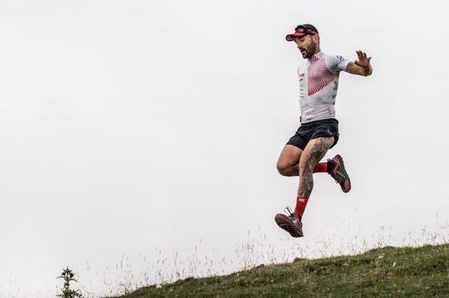 Jordi Gamito, fortissimo atleta dei marchi ALtra e Compress Sport durante una fase in discesa di uno dei suoi massacranti allenamenti. Per atleti del suo calibro Correre ovunque è fondamentale!
