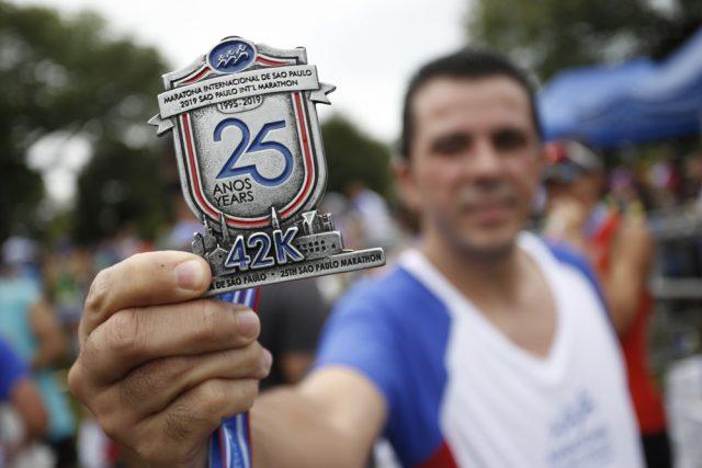 Il meritato traguardo di un runner alla fantasica maratona di San Paolo in Brasile...altro che Jet lag!