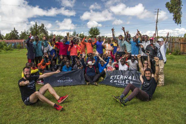 Alcuni componenti del Gruppo di Running Eternal Eagles di Roma uno dei più numerosi e attvi della Capitale, durante l'esperienza in Kenia due anni fa.
