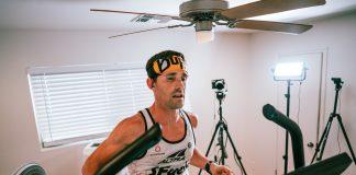 Zach Bitter, l'atleta Altra durante il tentativo di record su tapis roulant