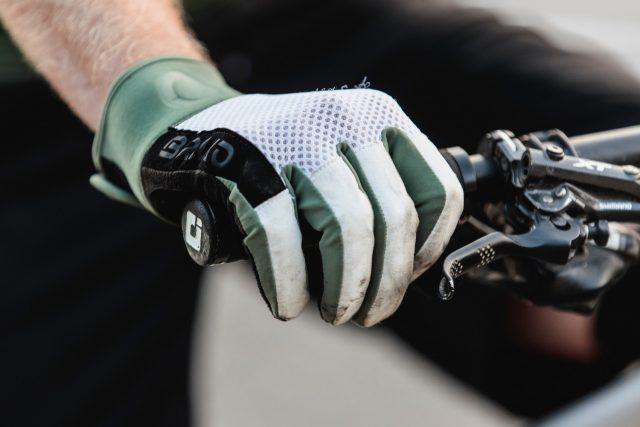Briko Race MTB Glove - lifestyle