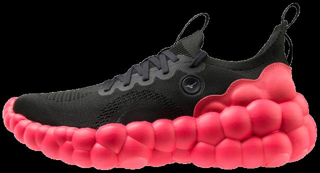 Nella foto la calzatura MIZUNO concept con tecnologia MIZUNO ENERZY (Scarpa puramente dimostrativa non in vendita)