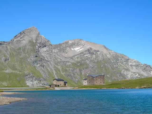 Apertura_VALLE D_AOSTA-Lago e rifugio Miserin (foto Sergio Enrico)-1