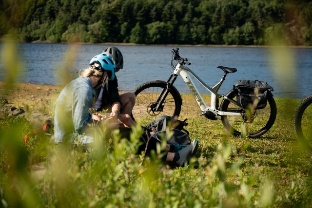 Trek Powrfly FS Equipped - lifestyle
