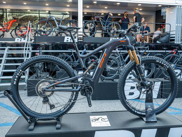 BH AtomX Carbon Lynx 6 Pro-Se - 01