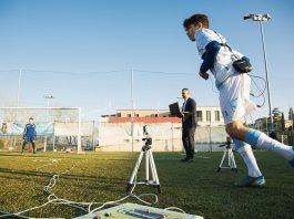 Aiace Rusciano in campo durante uno dei test ad un giovane calciatore in erba