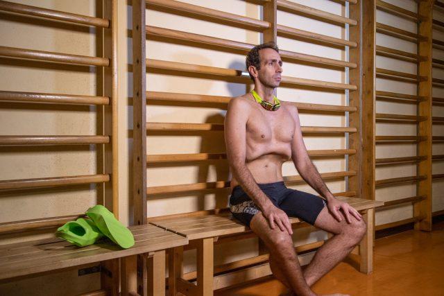 Mike In una fase di massima concentrazione durante uno dei suoi esercizi di respirazione diaframmatica