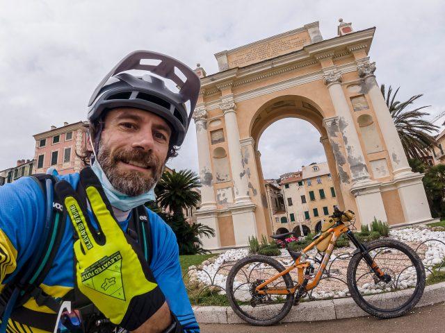 Enduro Bikepacking - Arrivo a Finale