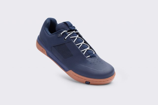 Stamp Lace navy gum silver