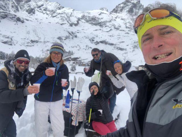 E apercorso terminato n on poteva mancare il vero e proprio brindisi di un gruppo di escursionisti che, chi con le ciaspole, cihi con scarpe da running invernali, ha completato i 5 chilometri del bellissimo percorso Layet