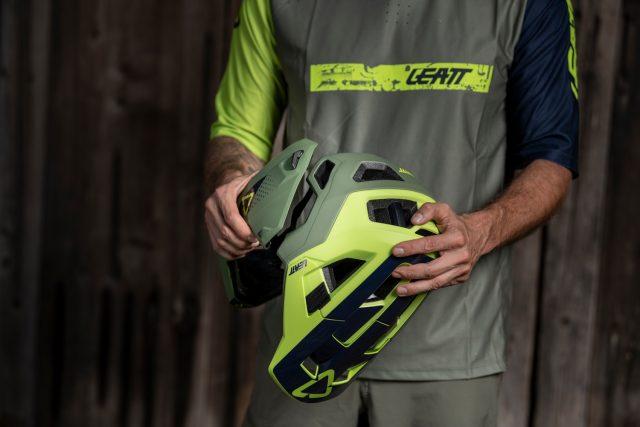Leatt 4.0 MTB Enduro helmet - 01