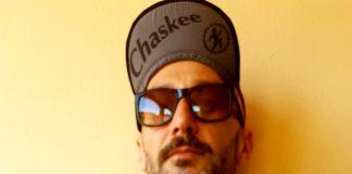 Nella foto il nostro tester Luca Cascapera indossa uno dei cappellini della collezione Chaskee 2021