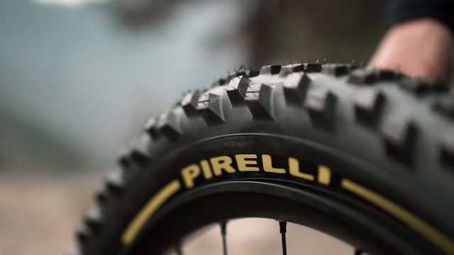 Pirelli e Fabien Barel - 03