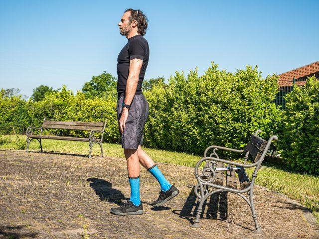 Allenamento a casa per MTB - forza gambe - stacco da terra singolo 03