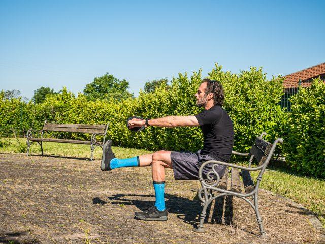 Allenamento a casa per MTB - forza gambe - pistol squat 03