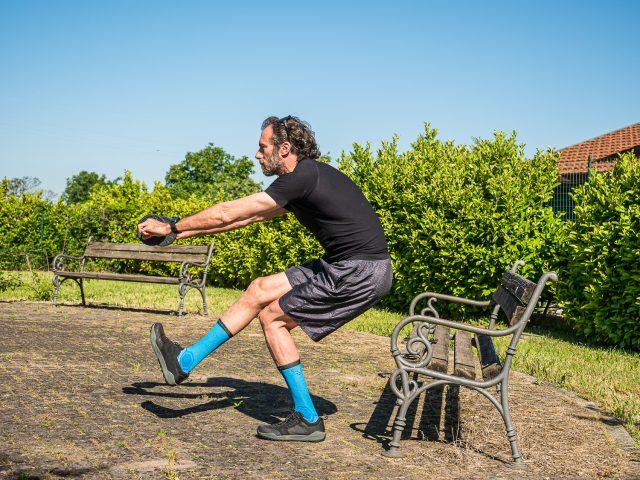 Allenamento a casa per MTB - forza gambe - pistol squat 02