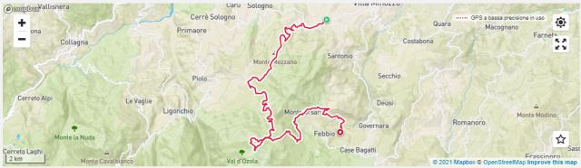"""Terzo giorno 27 km da 800 a 1800 metri di altitudine: Da Villa Minozzo siamo arrivati a Garfagno attraverso una forestale panoramica e super pedalabile anche in modalità eco. Poi la risalita verso il Parco di Stracorada, un'area ad alto impatto ambientale e dalla bellezza incontaminata a 1200 metri di altitudine, con abeti e faggi a farla da padroni. Ma la salita non è finita, perché proseguendo su una forestale, a tratti impegnativa, si raggiungono i """"Prati di Sara"""" (1610 metri di altitudine), grandi praterie d'altura ai piedi del Monte Cusna. Garantiamo che arrivarci in e-MTB è davvero un'esperienza indimenticabile, perché da qui si domina un ampio settore incontaminato e selvaggio dell'Appennino Reggiano, tutto da scoprire e pedalare. In tarda primavera e in estate, poi, si possono ammirare le fioriture di genziane, orchidee e garofani selvatici. Dai Prati di Sara comincia la discesa del trail """"Alta Tensione"""" (ma grande divertimento), cui segue la risalita verso Monteorsaro a quota 1800 metri, per poi concludere il tracciato con la lunga discesa verso """"Case Stantini"""" (frazione di Villa Minozzo) attraversando tantissimo verde con campi di mirtilli, grandi ciliegi e una bellissima pineta."""