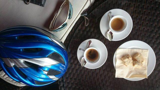 Caffè e caffeina, come influiscono sul ciclista