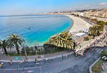 La spettacolare Baia degli Angeli, su cui si affaccia la più famosa passeggiata del mondo...la Promenade des Anglais, da cui partirà la prossima Mezza maratona di Nizza domenica 26 settembre