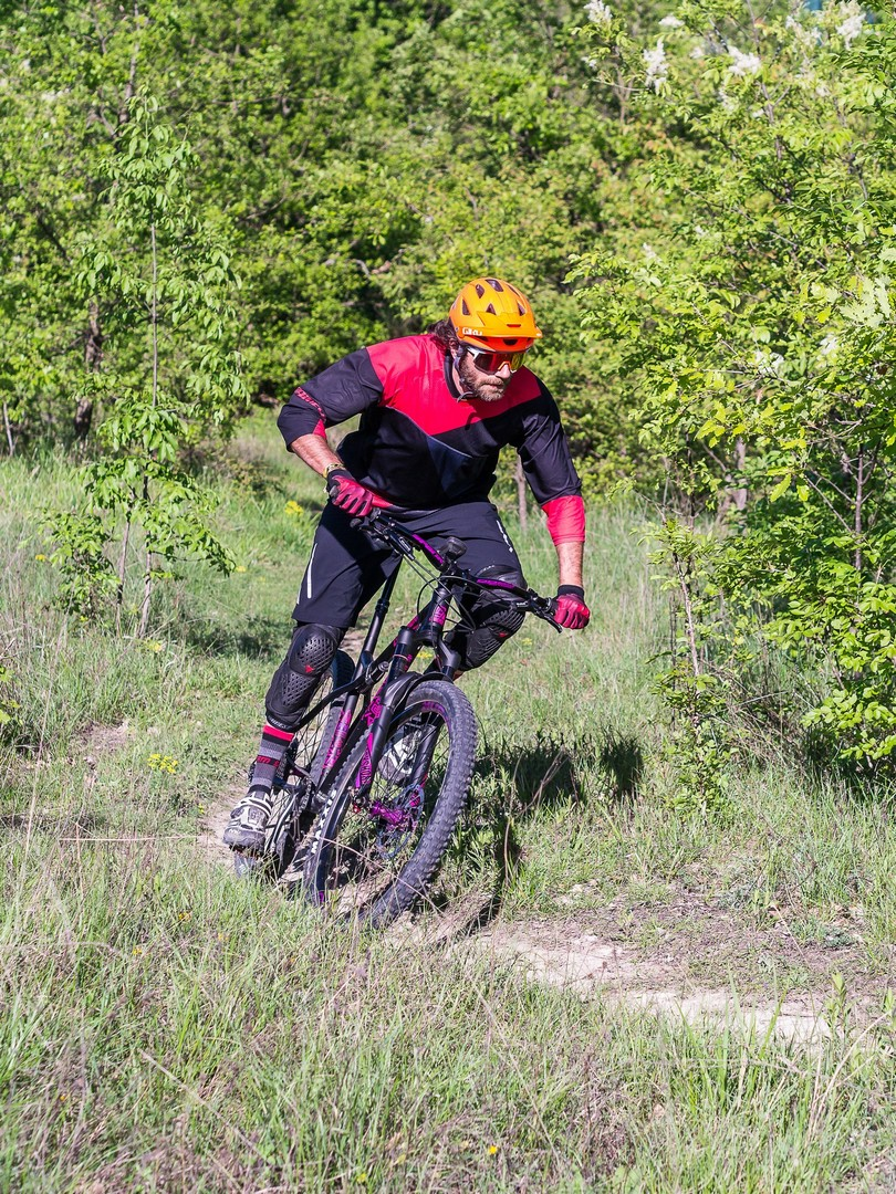 Commencal Meta HT AM CrMo 650B Purple - action pedalato