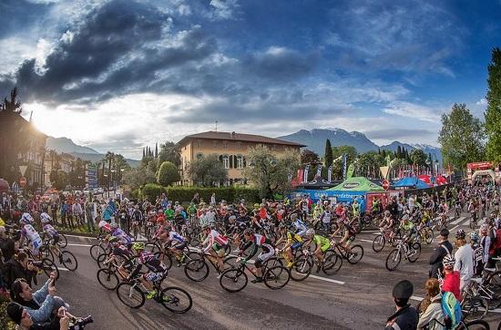 Lo start dal centro di Garda (foto organizzatori)